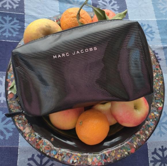Marc Jacobs Handbags - 🐺 Marc Jacobs Makeup Bag 🐺